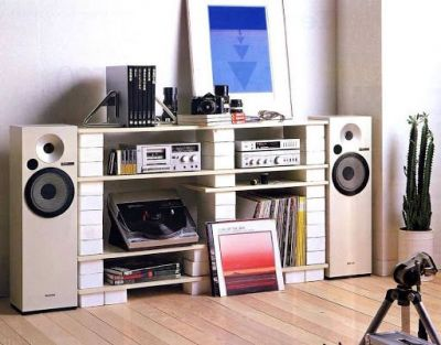 A very stylish analog sound system from a time gone by.