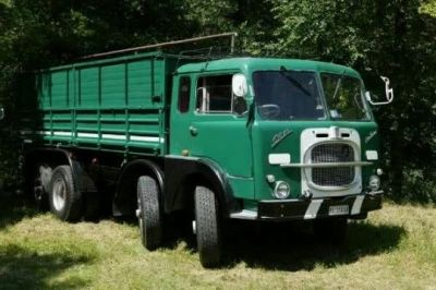 A mystery-brand heavy truck with a clever steering arrangement.