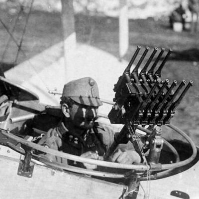 It's amazing how many crazy things were improvised during World War One. Here, we have an Austro-Hungarian tail gunner armed with ten Mauser C96 handguns in lieu of a machine gun. How effective this arrangement turned out to be is open for debate...
