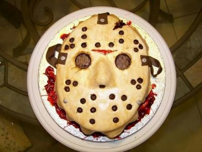 In honor of Friday the 13th, here's a cool Jason Voorhees cake!