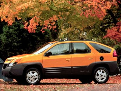 A promotional photo for the 2000 Pontiac Aztek, this time in the vehicle's more famous yellow paint scheme.