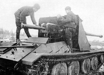 A German Waffentrager 8.8 cm PaK 43 tank destroyer being tested by the Soviets in 1946.