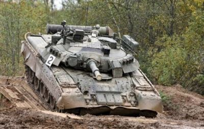 A T80U tank crosses a swampy area, 2018.