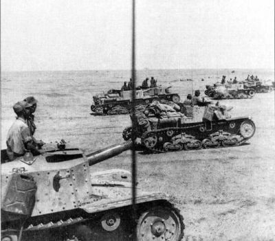Italian M.41/75 Semovente tank destroyers in the Deserts of North Africa, 1942.