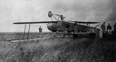 A crashed fighter plane, 1917.