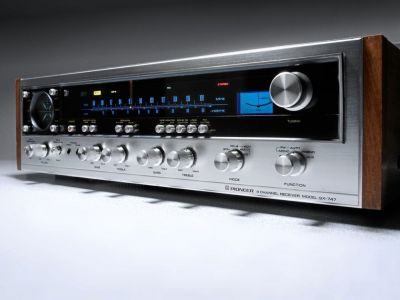 Another look at a Pioneer QX 747 receiver. Seriously, why they don't still make gear like this is beyond me.