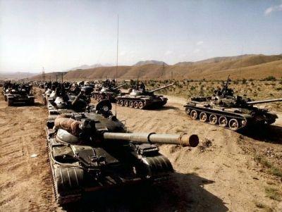Soviet T-62 tanks on the move.