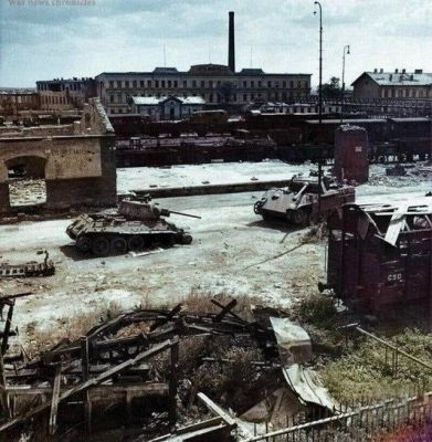 A T-34 and a Panther following a fight, 1945.